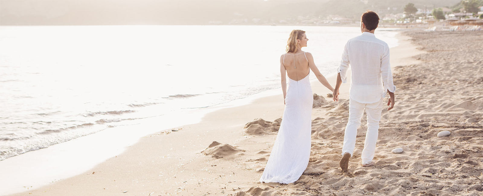 Ehepaar am Strand von Agios Georgios auf Korfu
