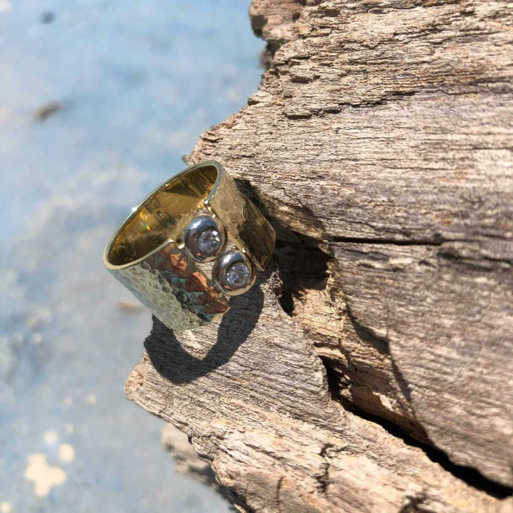 Goldring Hammerschlag Diamanten