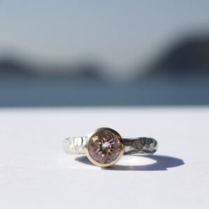Ring grob geschmiedet mit rosafarbenem Turmalin