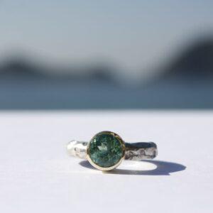Ring grob geschmiedet mit grünem Turmalin