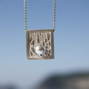 Spitzenanhänger Quadrat mit Perle